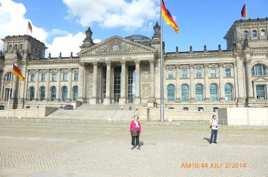 Plenarbereich Reichstagsgebäude: Building Front