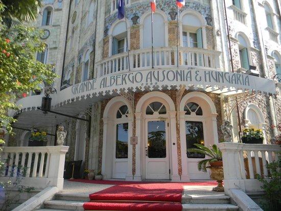 Grande Albergo Ausonia & Hungaria: façade de l'hotel
