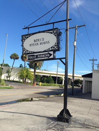 Bern's Steak House: Vintage sign. I wasn't being artsy, it is crooked.