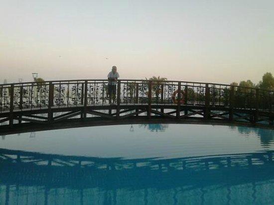 SENTIDO Turan Prince: Pool bridge