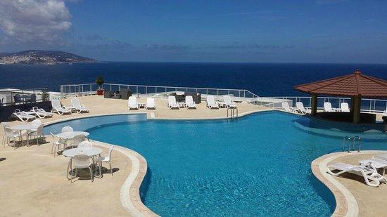 Hotel Farah Tanger : vue piscine en journée