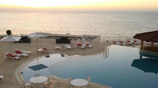 Hotel Farah Tanger : vue piscine en soirée