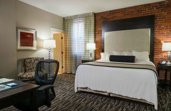 Fairfield Inn & Suites Keene Downtown: Guestroom