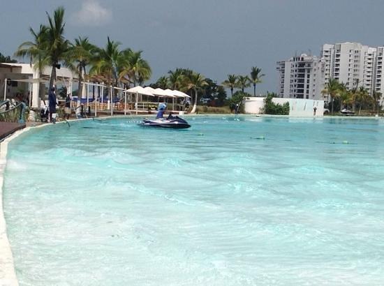 Hotel Playa Blanca Beach Resort : jet ski on the pool