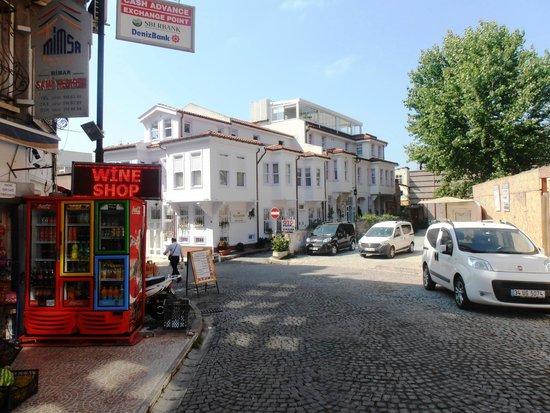 Hotel Darussaade Istanbul: Вид на отель
