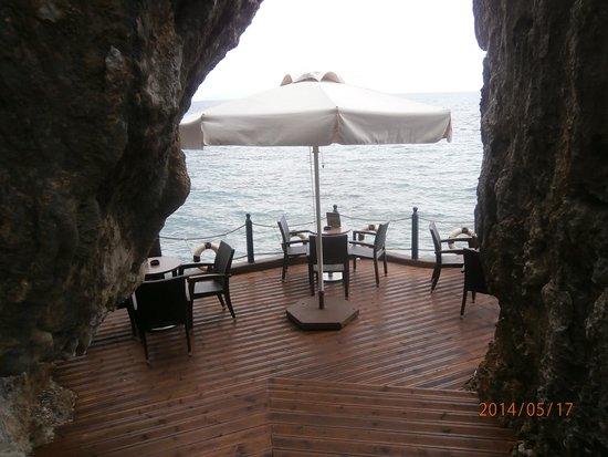 9 Muses Hotel Skala Beach : cave bar in poros kefelonia