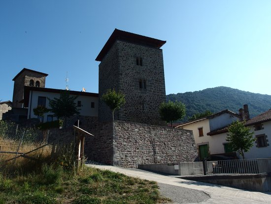Hotel Rural Torre de Uriz: Exterior de día