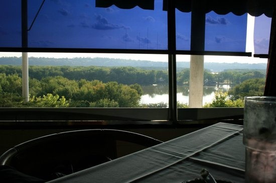 Timmerman's Supper Club: The view (with the sunshade) of the Mississippi