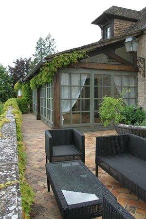Les Demoiselles : Terrace with sofas