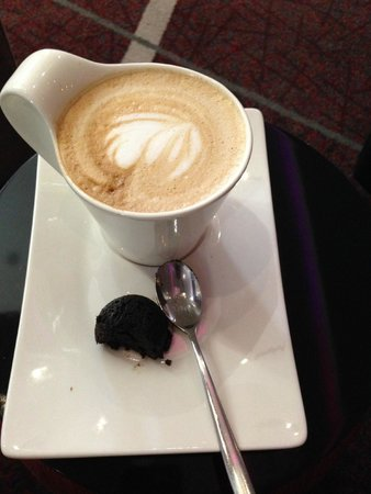 Cape Town Marriott Hotel Crystal Towers : Lovely cappuccino
