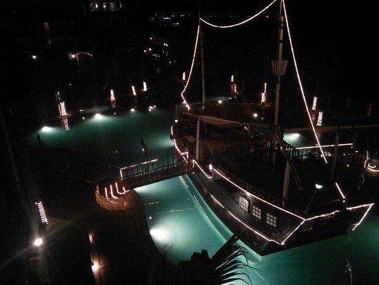 Villa del Arco Beach Resort & Spa Cabo San Lucas: El Bucanero at night