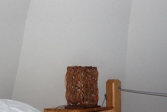 Magma Lodge: Habitación principal(lámpara velador)