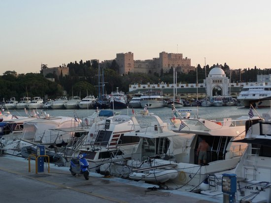 Smartline Cosmopolitan Hotel : Widok na Rodos z portu