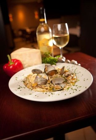 J. Razzo's: Linguine with clams