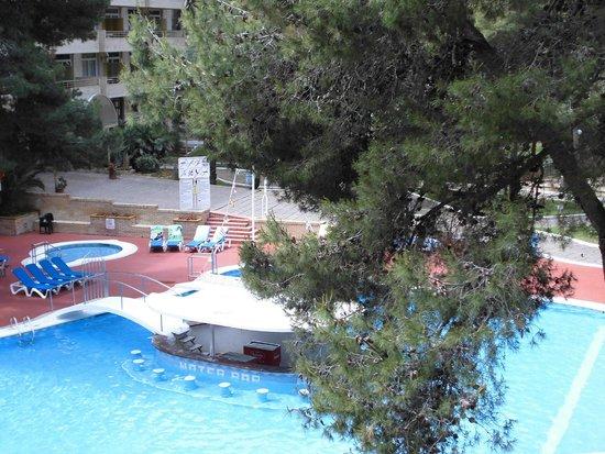 Jaime I Hotel: Внутрення территория отеля, вид из номера