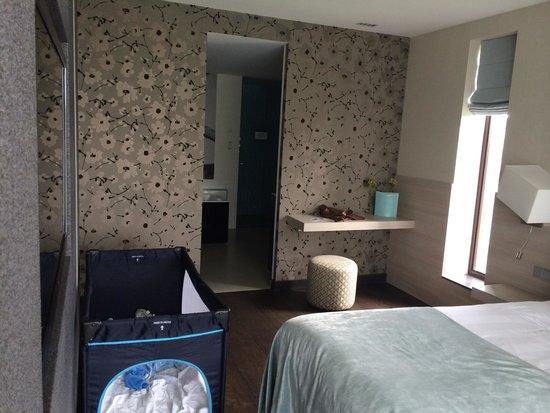 Van der Valk Hotel Heerlen : Welness suite bedroom and bathroom