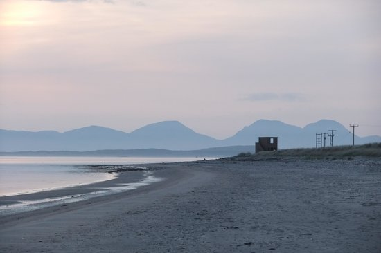 Point Sands Holiday Park : Sunset towards the paps of Jura