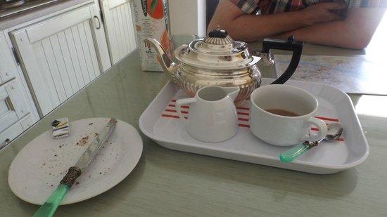 Relais Villa Jacopone Suites: Lovely cutlery & teapot!