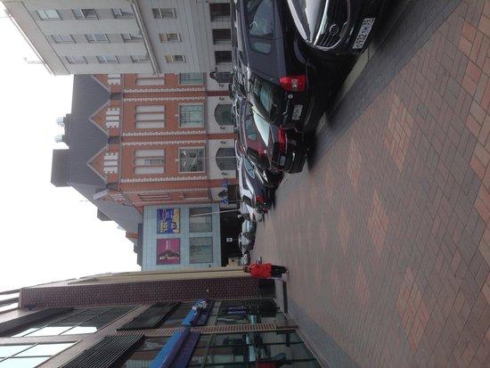 Radisson Hotel: Улица красивая рядом с отелем