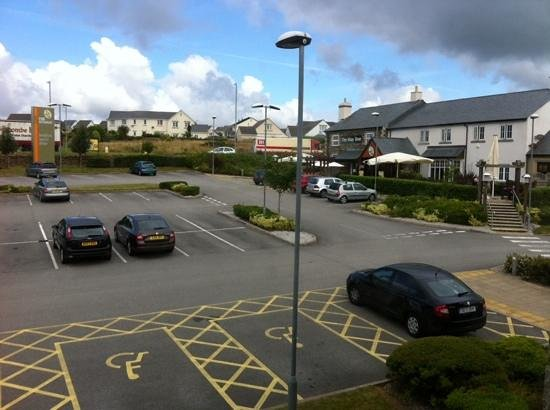 Premier Inn Helston Hotel : Table Table Restaurant beside Premier Inn