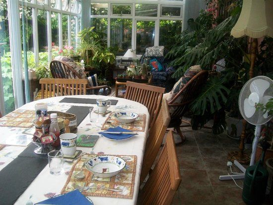 Forncett, UK: Breakfast in the conservatory