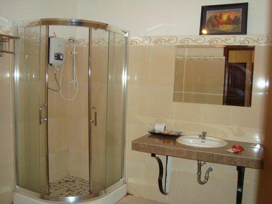 Angkor Spirit Palace: ванная комната