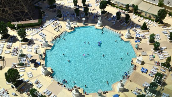 Paris Las Vegas: The swimming pool