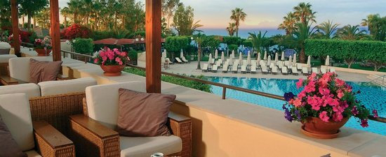 Elias Beach Hotel : вид на бассейн