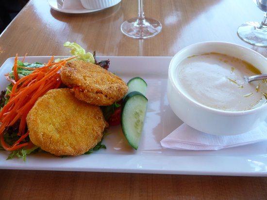 Eagle's Eye Restaurant - Kicking Horse Mountain Resort: crab cakes and asparagus soup.
