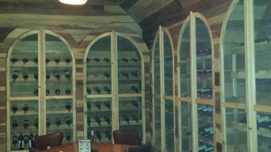 La Estancia Steak House: Downstairs wine cellar