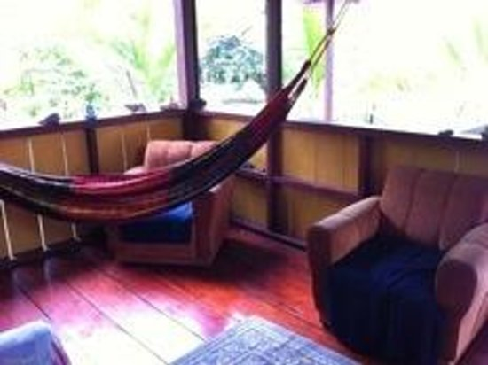 Dolphin Quest : Casa Verde- Living Room