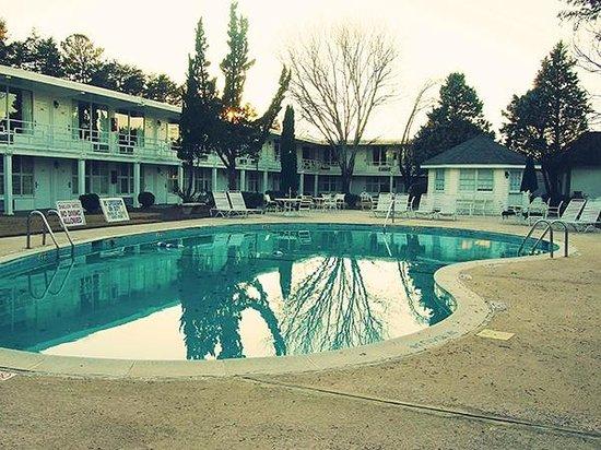 Phoenix Inn: Pool