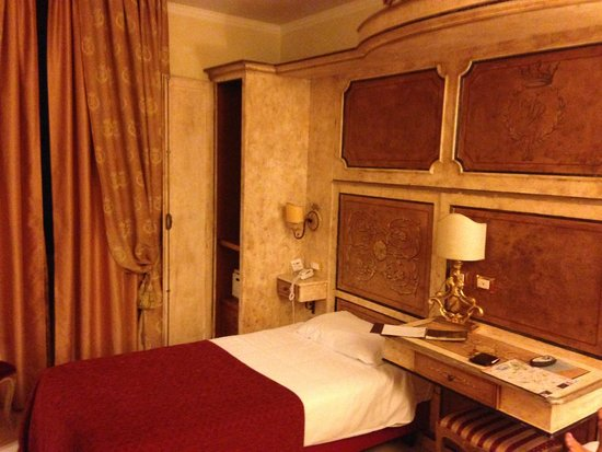 Veneto Palace Hotel : Room & Bed