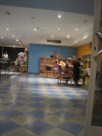 Hotel Montenegro Beach Resort : детская комната
