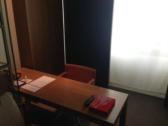 Andaz 5th Avenue: Desk/ Office Area