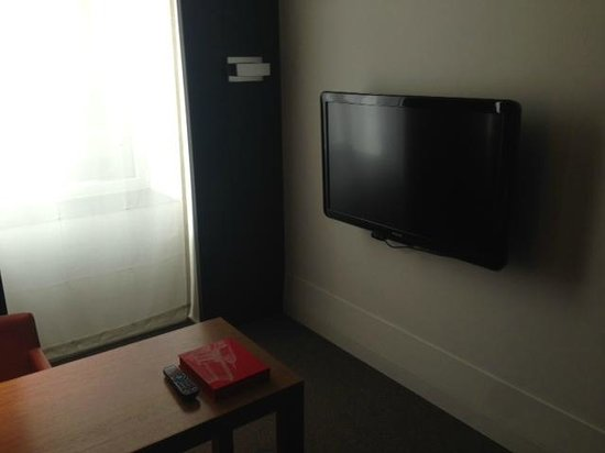 Andaz 5th Avenue: Office Area TV