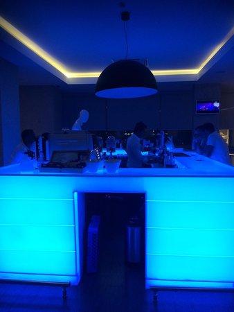 Blue Bay Platinum Hotel: Lobby bar at blue bay platinum