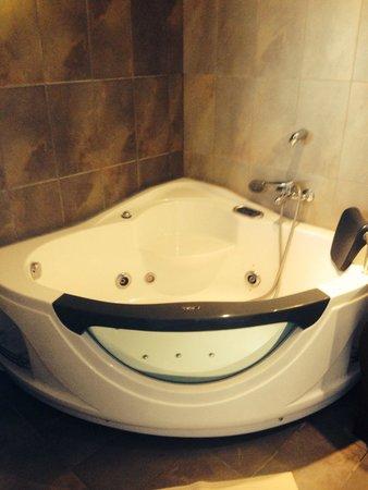 Smaragdi Hotel : Spa in room