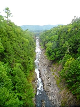 Quechee Gorge: view from the route 4 quechee bridge