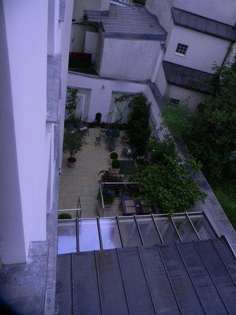 Hotel Mistral : Courtyard