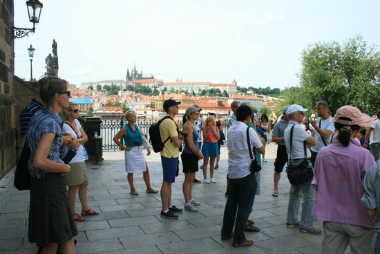 Prague Airport Transfers Day Tours : Ross is guiding our group at the Charles Bridge