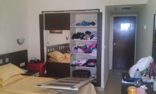 Dar Khayam Hotel : the broken wardrobe