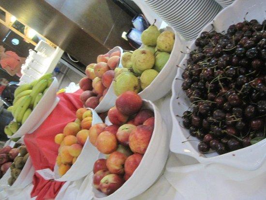 Hotel Montenegro Beach Resort : фрукты-ягоды