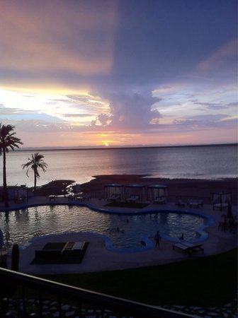 La Posada Hotel & Beach Club: Another Sunset from room's second floor