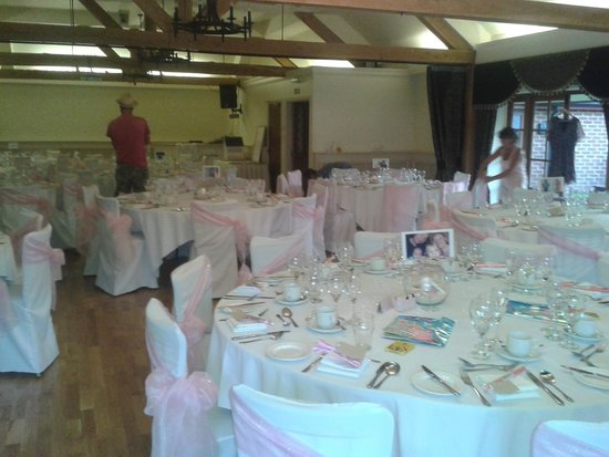 Newtown House Hotel: Not brill pics.....setting up wedding tables the night before.