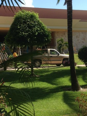 Barcelo Maya Colonial: My view for the week....the truck was there the whole time.