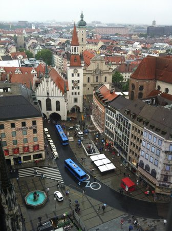 New Town Hall (Neus Rathaus): View of old Rathaus and Marienplatz