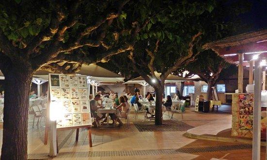 Camping Sandaya Cypsela Resort: On-site restaurant