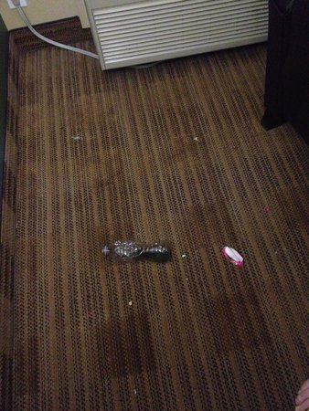 Extended Stay America - Seattle - Bellevue - Factoria: Garbage in room
