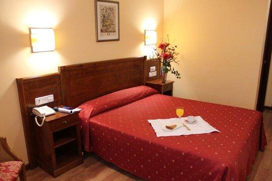 Hotel Arbeyal: habitación